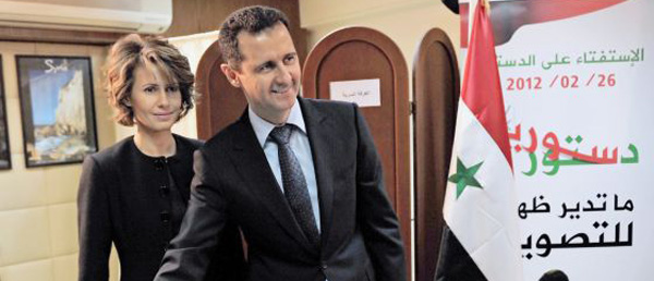 El Asad vota en el referendo del pasado domingo