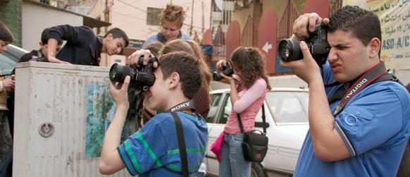 Chavales del proyecto tomando fotografías en Beirut