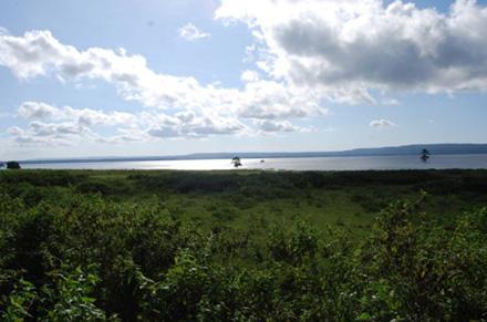 Vista del lago Iralalara al atardecer desde Maupitine