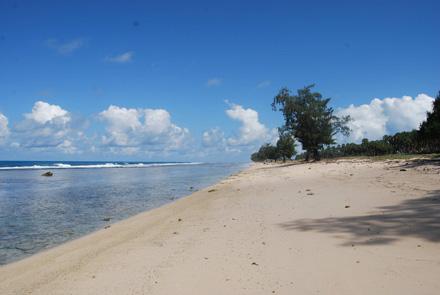 Playa desierta en el lado de Taci Mane, Lore I